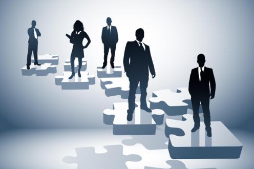 Дружеството се представлява и управлява от управителя на фирмата инж.Константин Янакиев . Към настоящия момент търговския отдел на фирмата разполага с висококвалифициран персонал от 7 души в т.ч. инженери и икономисти . В производството са заети  8 човека,които асемблират и произвеждат различна продукция за промишлени и цивилни обекти. Професионализмът и познания на екипа на фирмата, както и натрупаният опит позволяват клиентите да получат технически и икономически изгодни предложения и съвети. Последните години усилията ни са насочени към обогатяване на продуктовата гама и подобряване на обслужването.